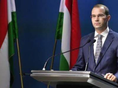 Hollik: A KDNP akkor is a Néppárt tagja maradna, ha a Fideszt kizárják