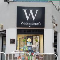 WATERSTONE'S BOOKSHOP